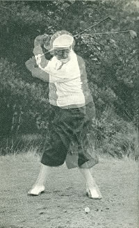 Drag with the left hand at the beginning of the downswing. Surimposed images.